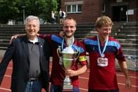 2014 Sieger mit Pokal